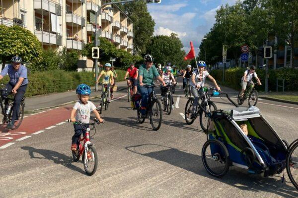 Sicher Radfahren für Klein und Groß: KidicalMass auch durch Esslingen unterwegs